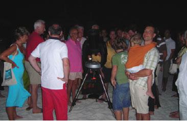 Osservazione al telescopio in spiaggia alle Maldive - Astronomia alle Maldive