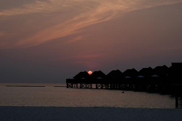 Vakarufalhi tramonto water bungalow